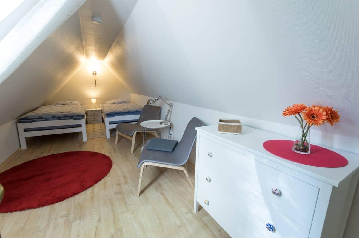 Schlafzimmer im Spitzboden der ****Ferienwohnung diekskieker in Westerdeichstrich bei Büsum