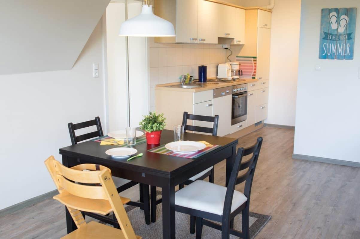 Wohn-Esszimmer und Küche der ****Ferienwohnung diekskieker in Westerdeichstrich bei Büsum