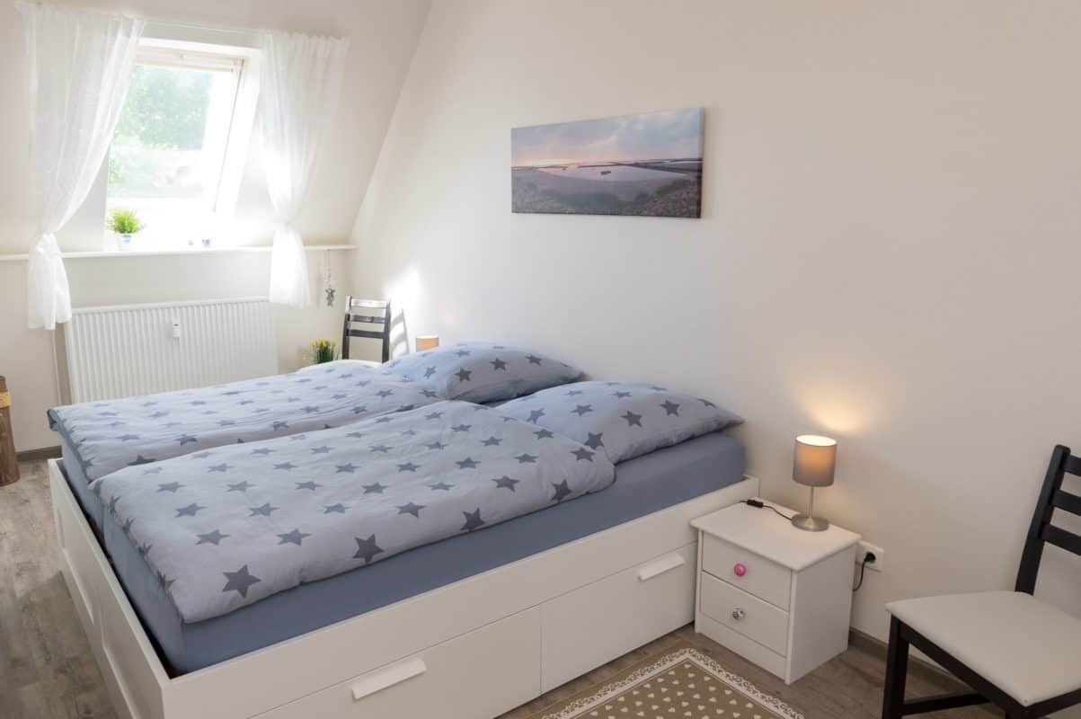 Schlafzimmer der ****Ferienwohnung diekskieker in Westerdeichstrich bei Büsum